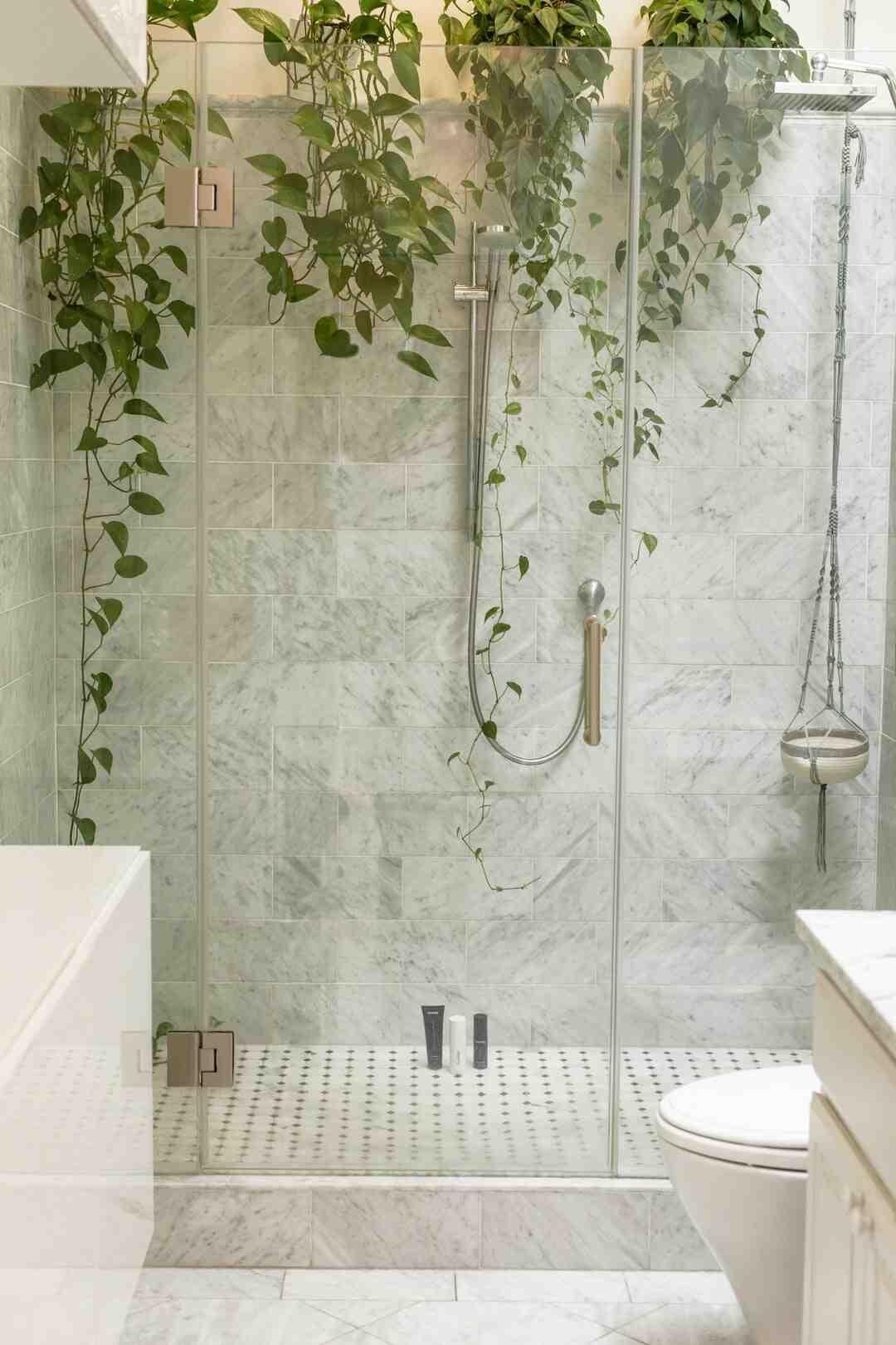 Comment fixer une douche ?