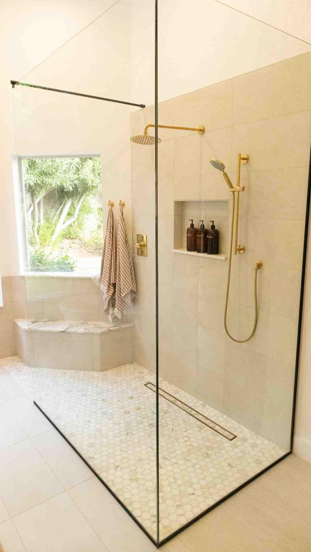 Comment poser un bac de douche en résine ?