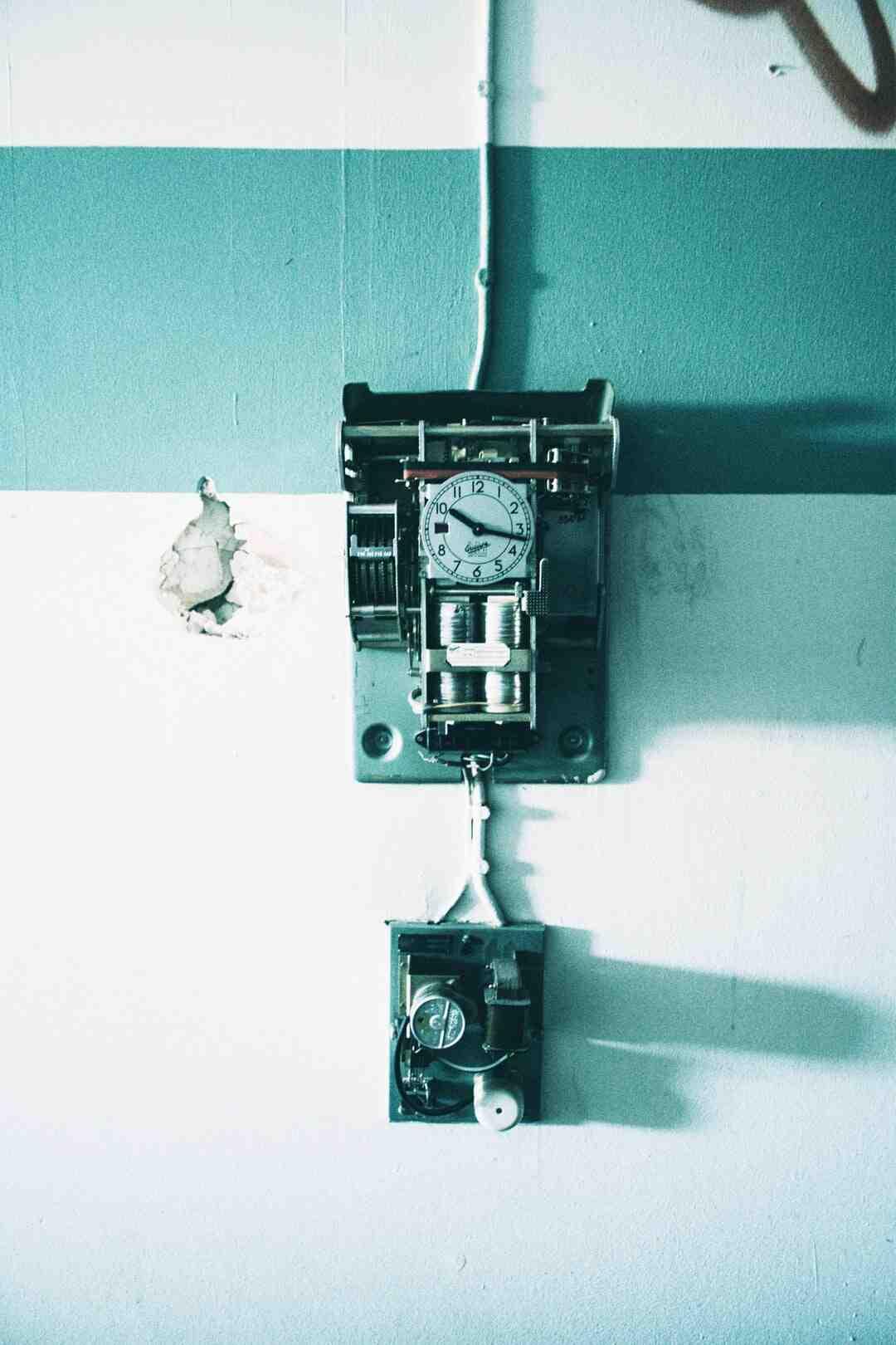 Comment remonter une horloge à clef ?