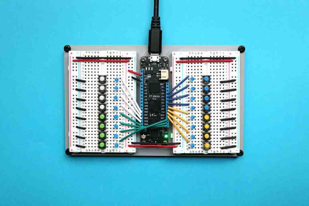Comment se comporte la tension dans un circuit en parallèle ?