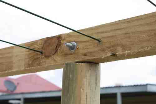 Comment accrocher linge sur corde à linge ?