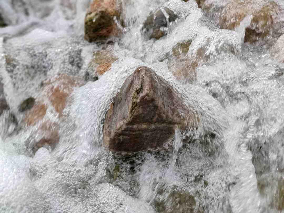 Comment enlever des fausses pierres apparentes sur un mur ?