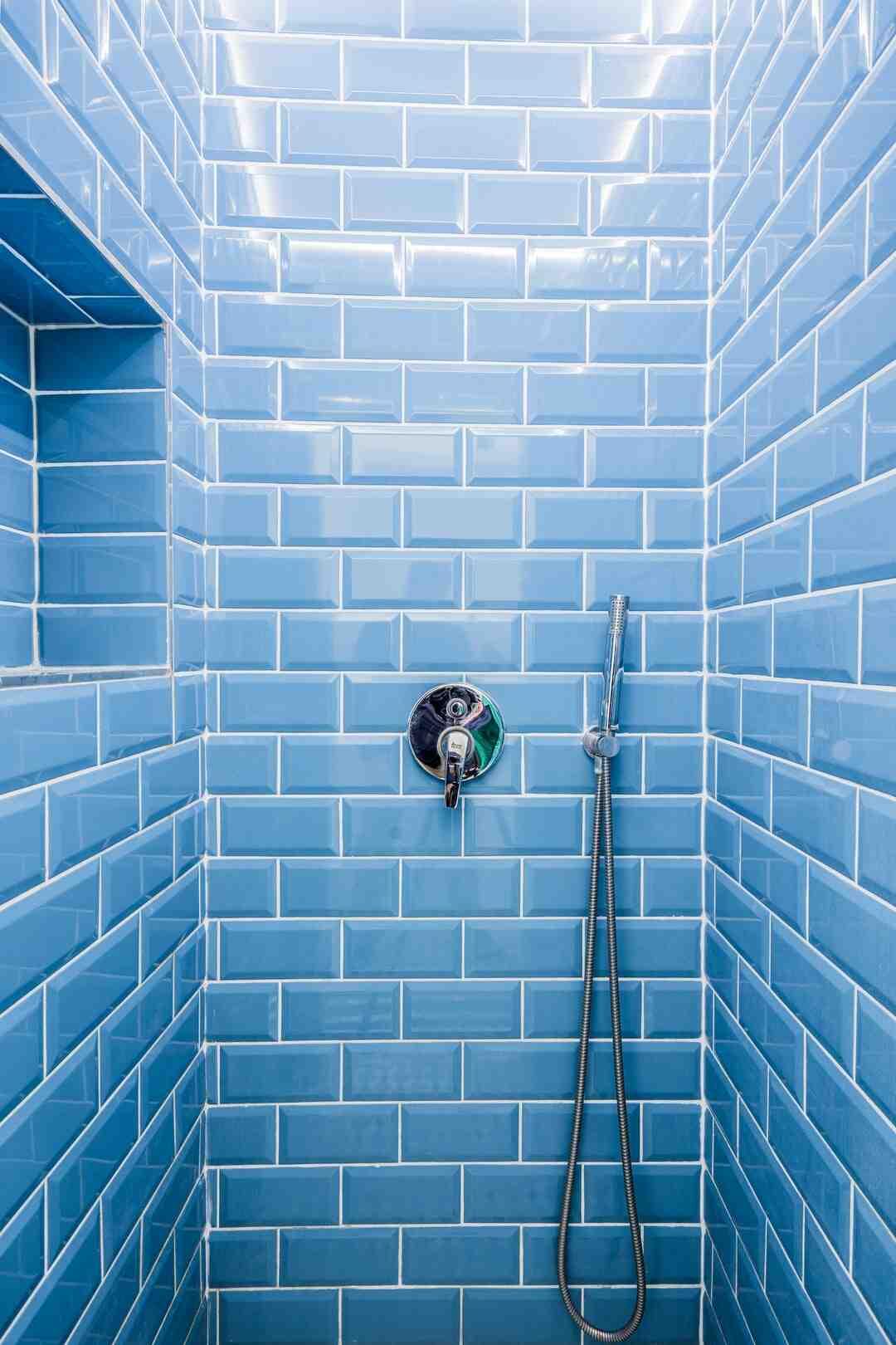 Comment étanchéifier une paroi de douche ?