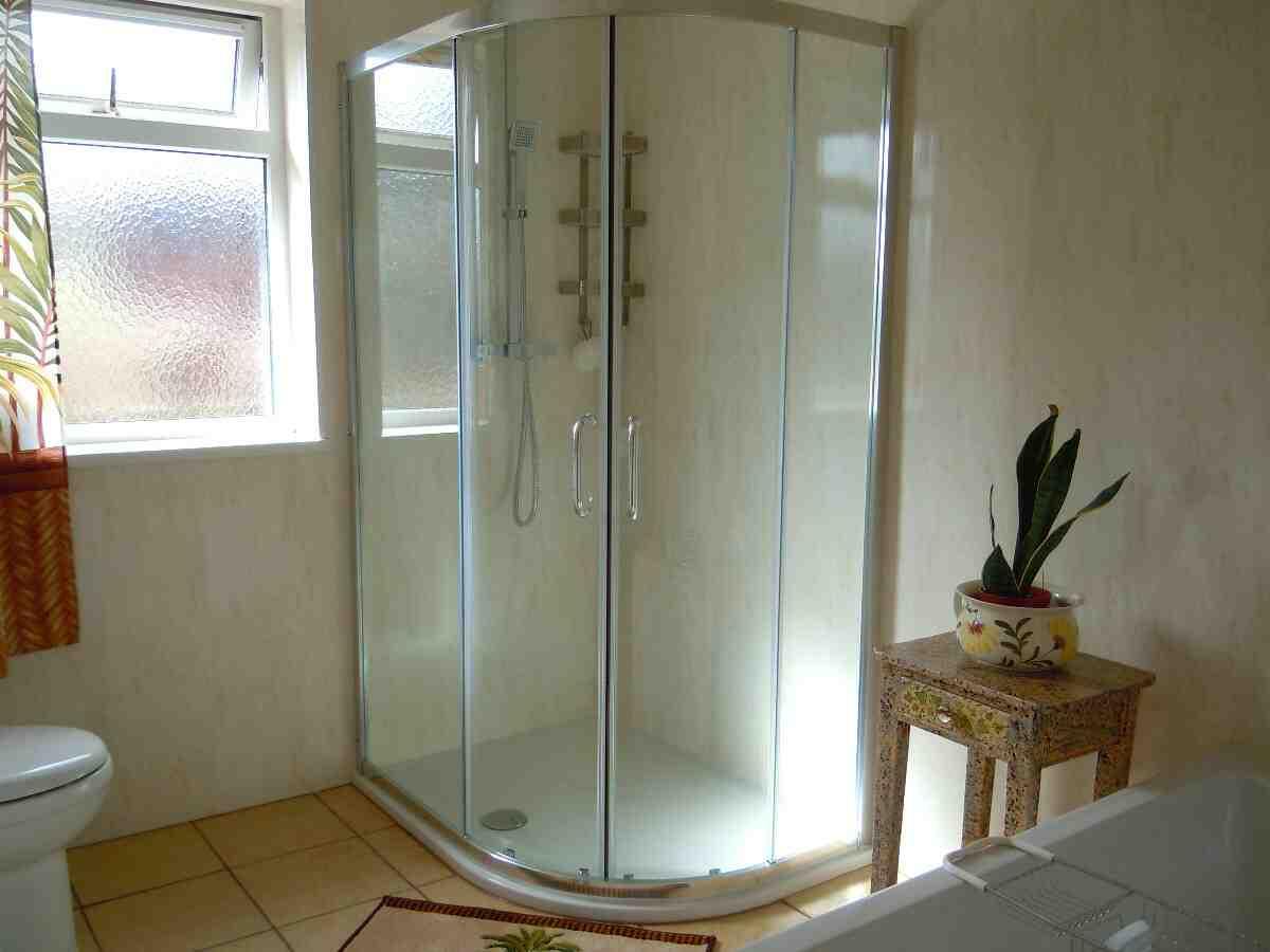 Comment installer une douche intégrale ?