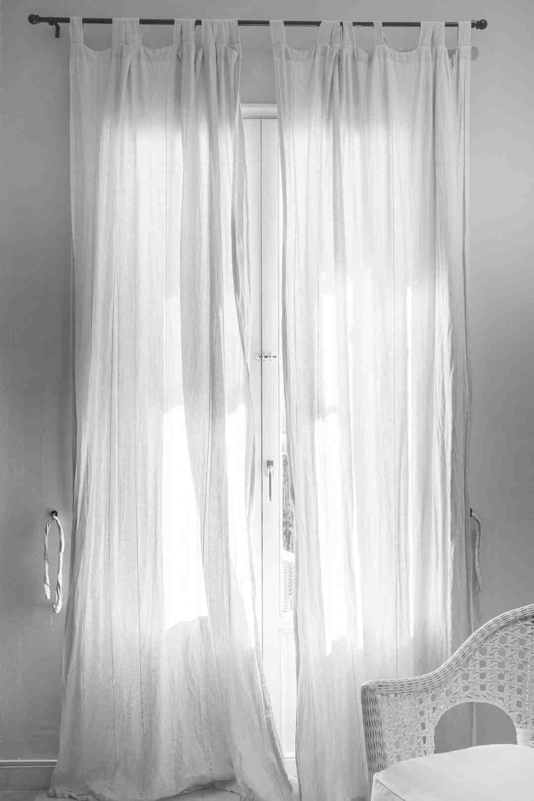 Comment mettre des rideaux dans une chambre ?