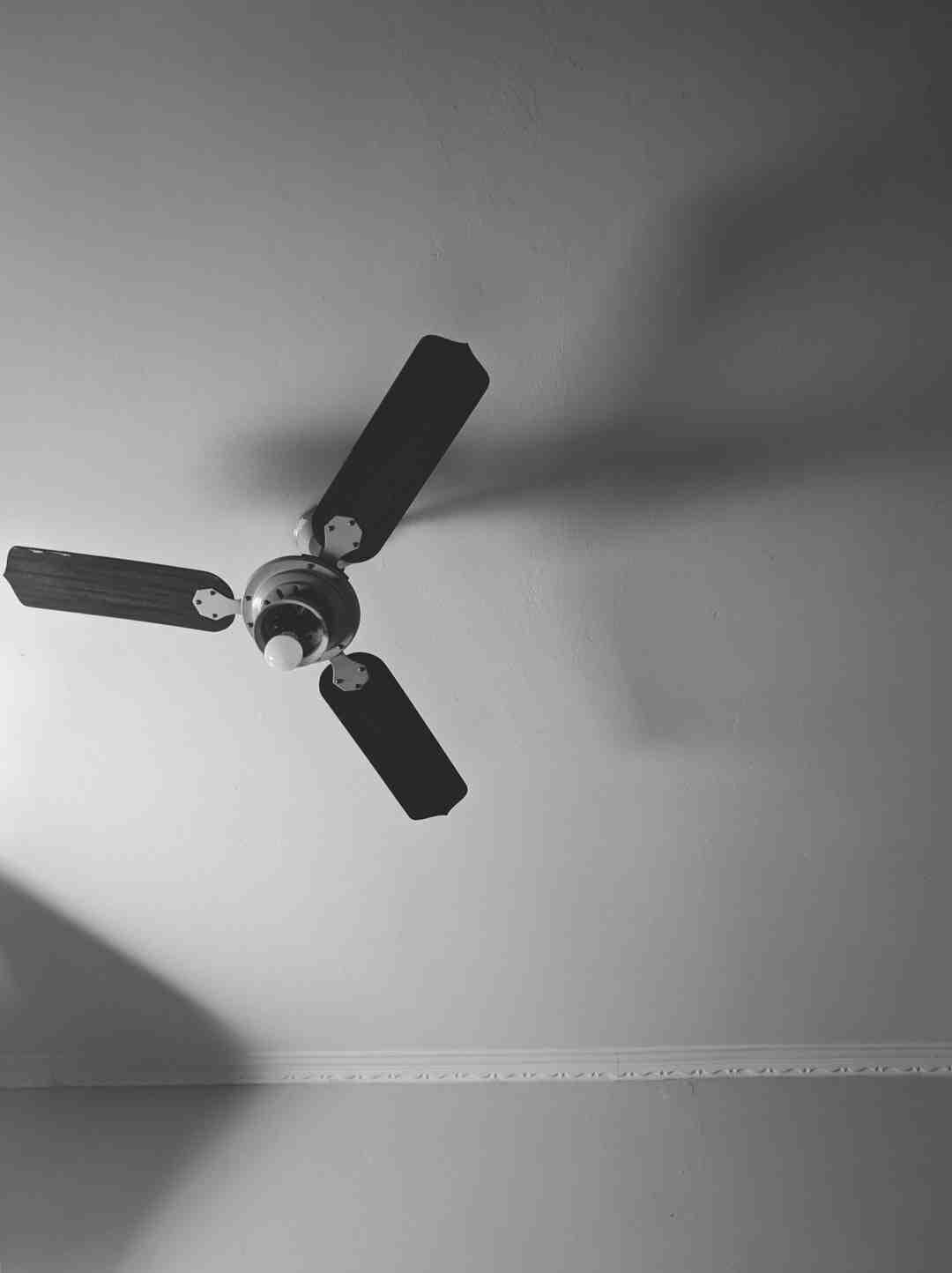 Comment changer un ventilateur au plafond ?