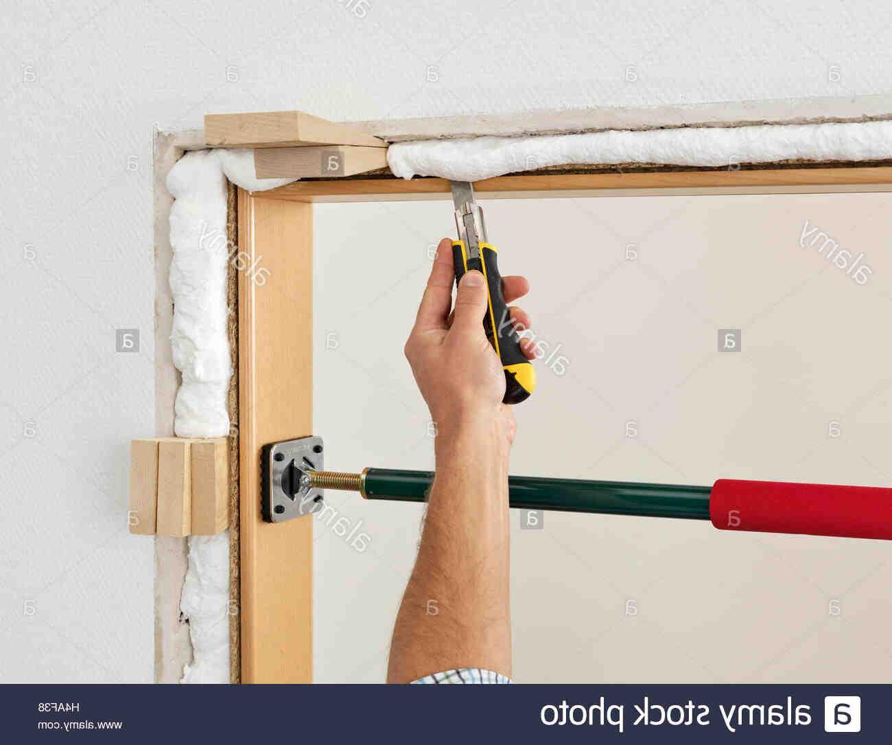 Comment installer une moustiquaire de porte ?