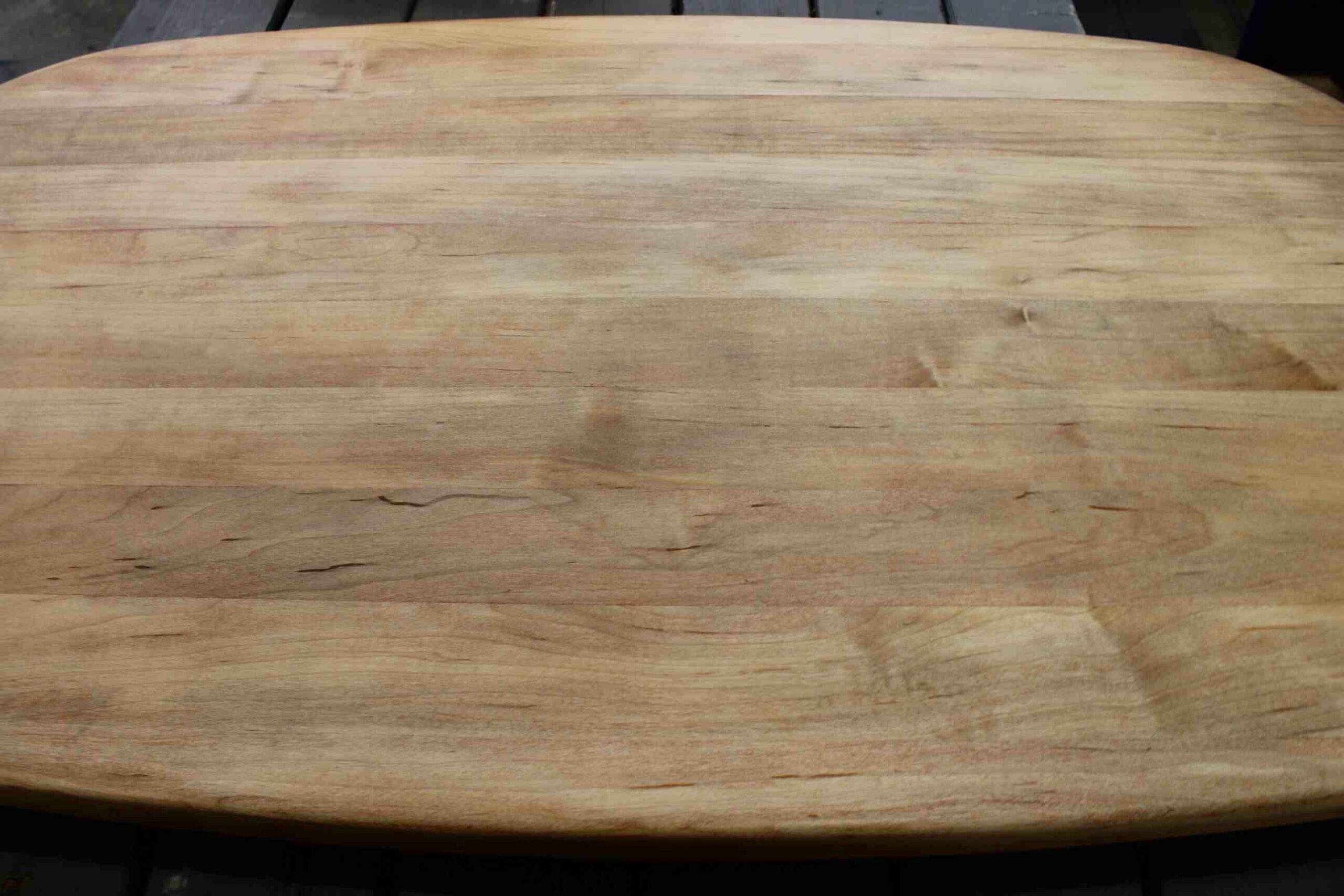 Quelle couleur peindre une table en bois ?